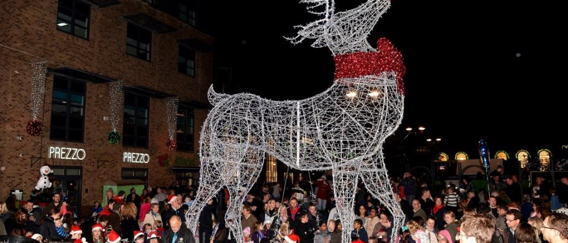 Crowds turn out for Gainsborough's countdown to Christmas