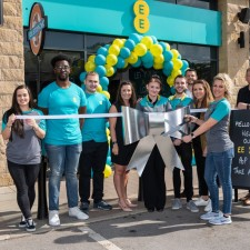 EE opens new store at Sheffield抯 Fox Valley